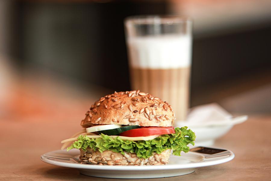 Dein Handwerksbäcker Schmidt Kaffee und Herzhaftes